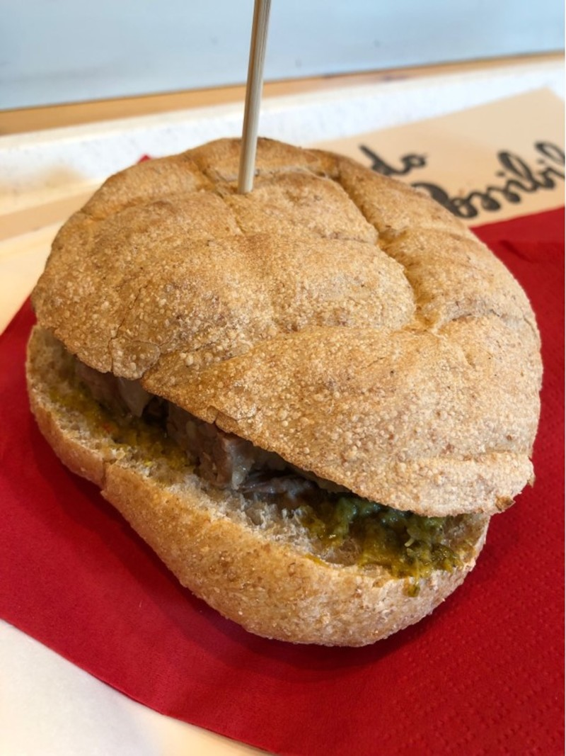 Un panino casalingo in un fast food torinese